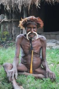 Solovandring blandt bjergstammer på Papua og besøg hos prinser og prinsesser på Timor